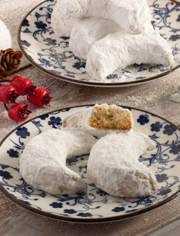 Kourabiedes - Greek Christmas Butter Cookies